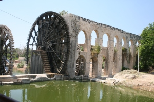 Water wheel (Noria) and aqueduct at Hama